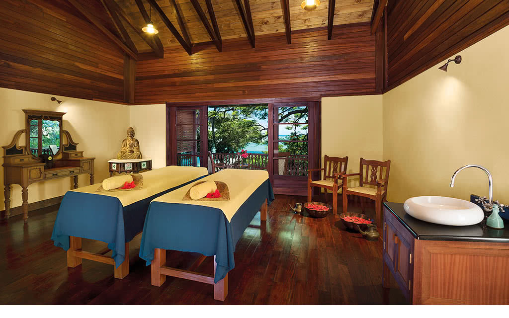 16enchanted-couples-massage-room