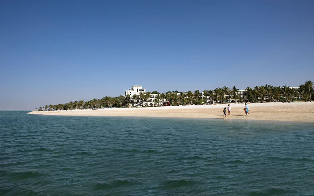 16ja-jebel-ali-beach-hotel-beach-view