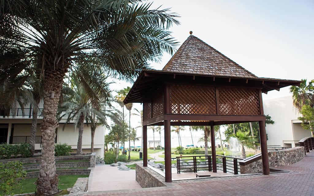 16ja-jebel-ali-beach-hotel-gardens-37-