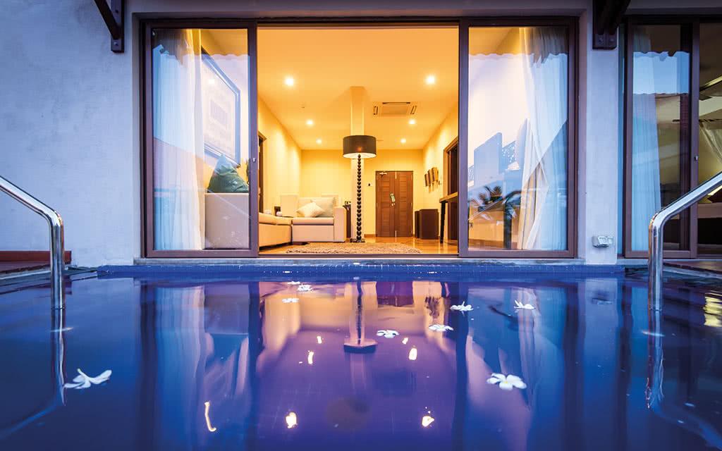 17uga-bay-bay-suite-plunge-pool