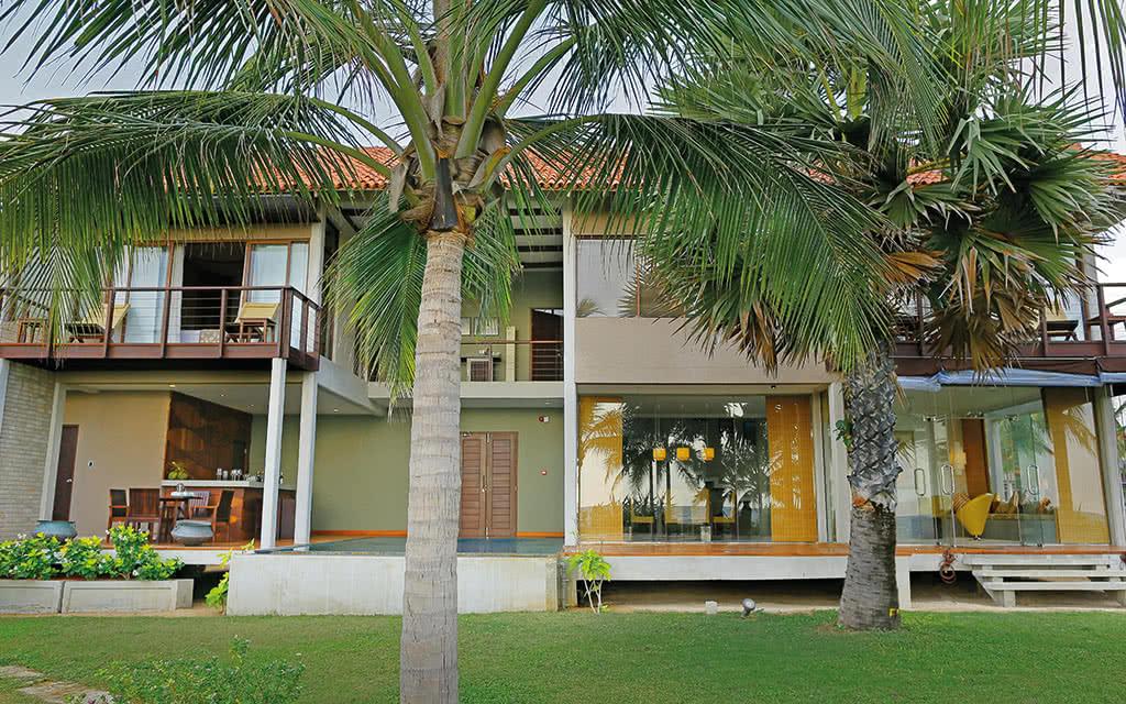 17uga-bay-beach-villa-exterior