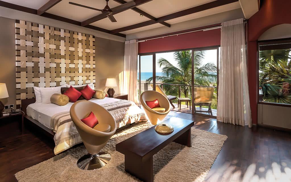 17uga-bay-beach-villa-masterbedroom