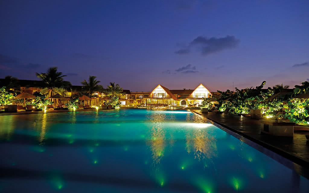 17uga-bay-main-pool-at-night
