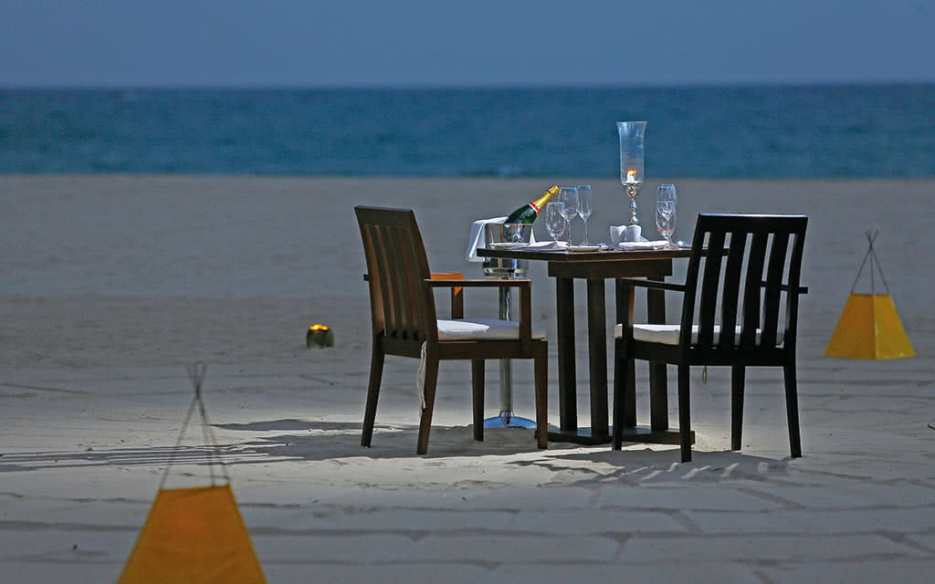 17uga-bay-private-dining-by-the-beach