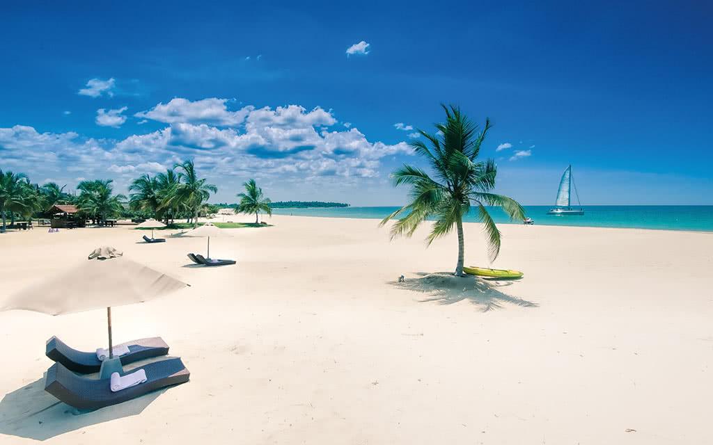 17uga-bay-ugabay-beach-midday