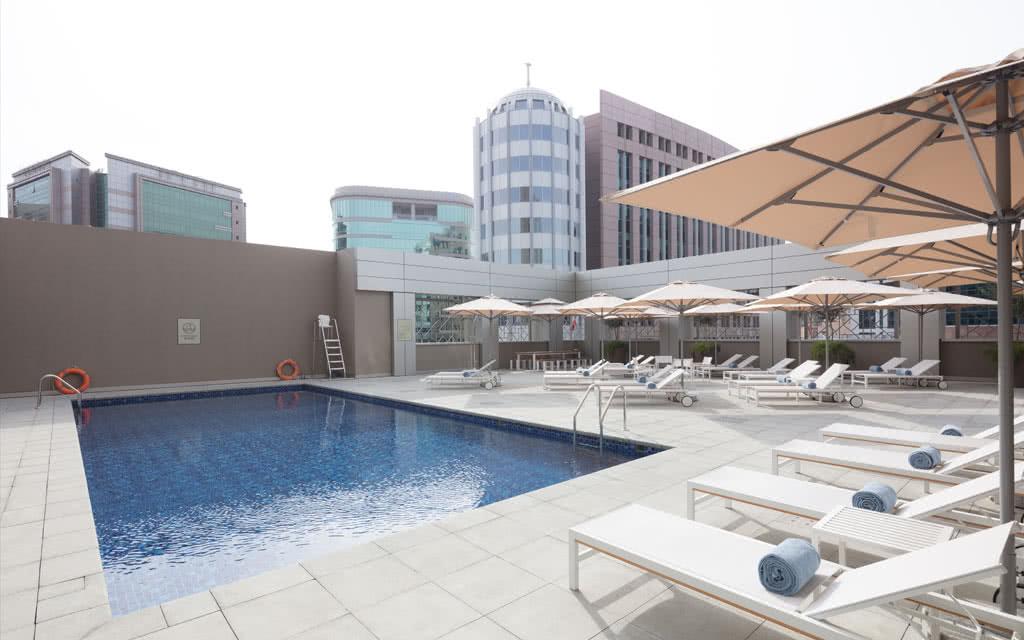 Hotel rove city centre 3 dubai emirats arabes unis avec for Piscine center montpellier