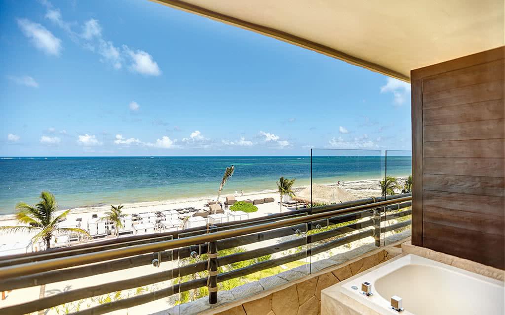 17hideawaycancun diamond club honeymoon suite oceanview 02