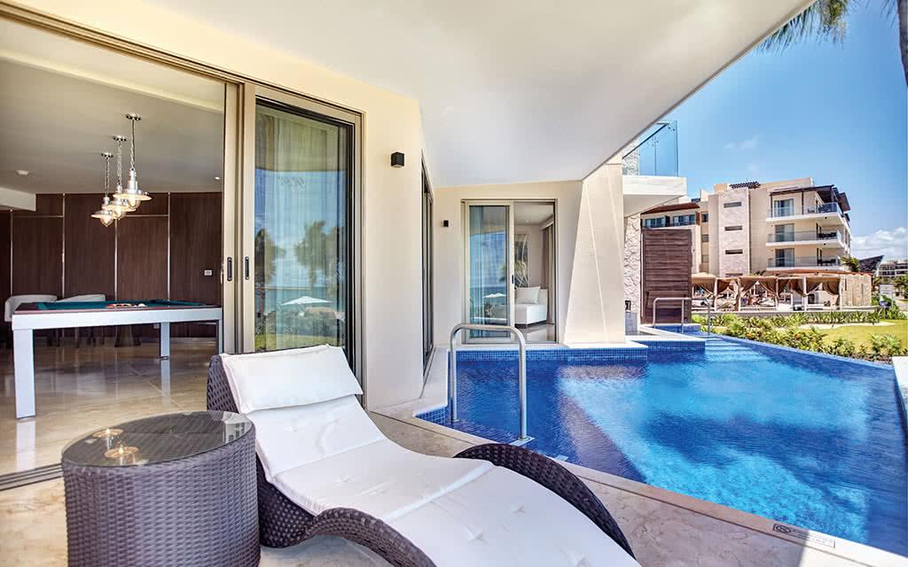 17hideawaycancun luxury chairman suite swim out 02