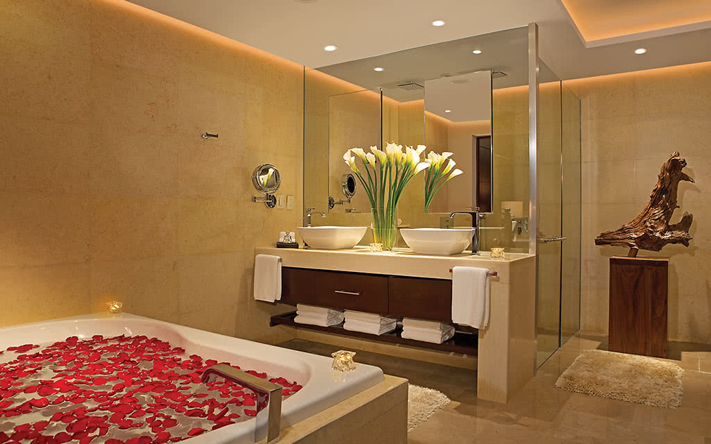 18-secpm-mastersuite-bathroom-1
