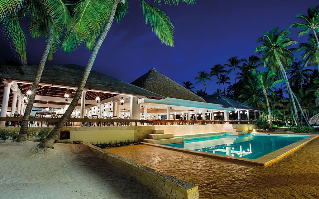 18-meliacaribetropical-agora-restaurant-pool-view
