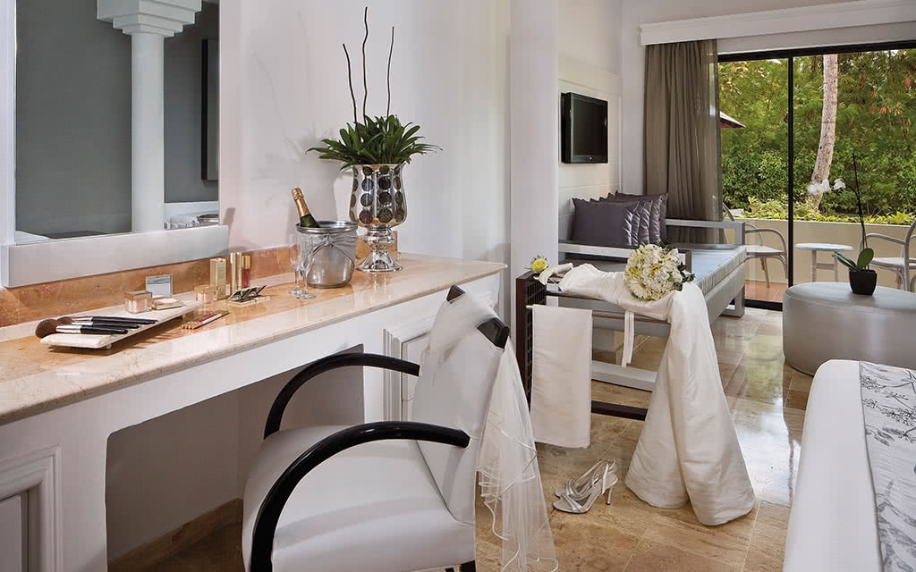 18-meliatropical-bridal-suite